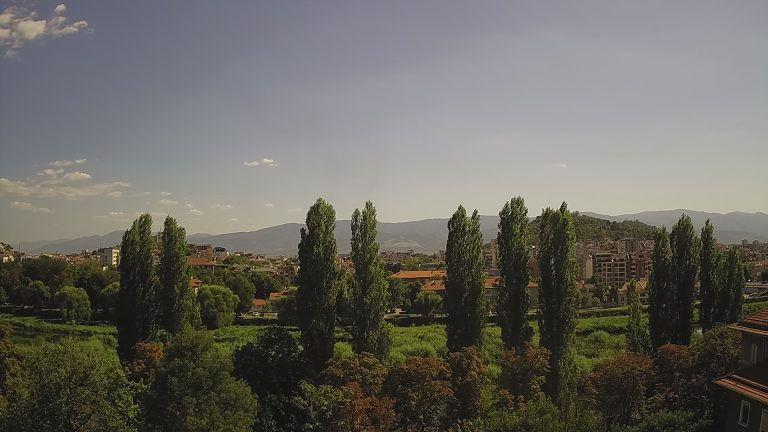 Уеб камера от Пловдив - панорама от кв. Кършияка на юг към р. Марица, хълм Бунарджик, Родопите