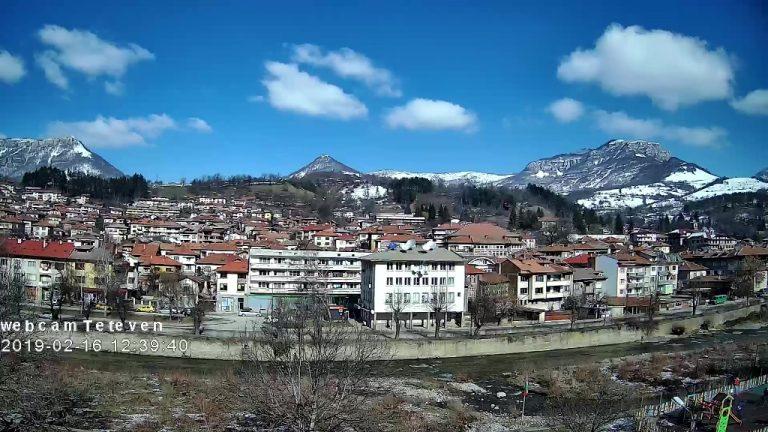 Уеб камера от Тетевен - панорамна към р. Вит, центъра и Балкана