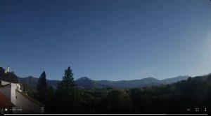 Уеб камера от Априлци, кв. Острец, 558м с панормен поглед на юг към вр. Ботев и Стара планина.
