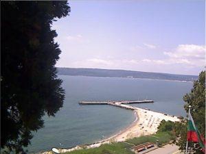 Уеб камера от Варна - морската градина при НИМХ Варна с панорамен поглед към Черно море от варненски залив .