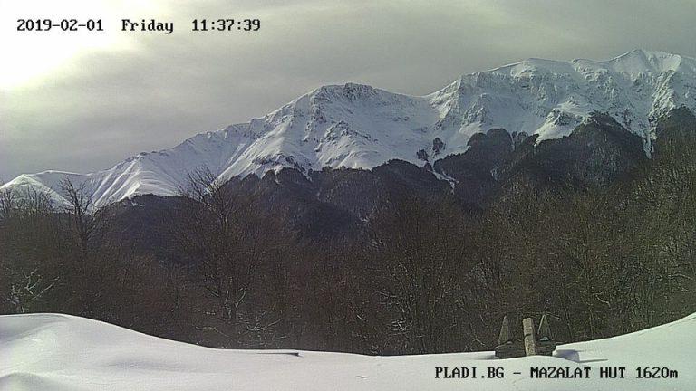 Уеб камера от хижа 'Мазалат' на Изток от връх Ботев в Стара Планина на 1620 м.н.в