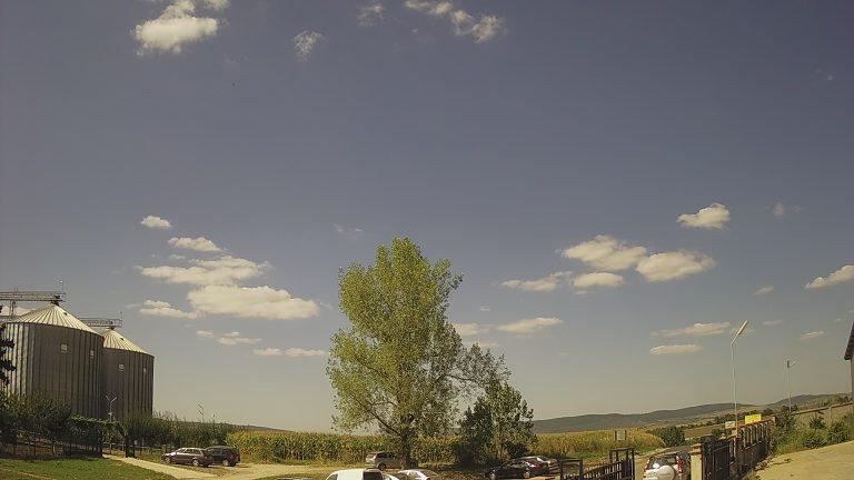 Уеб камера от гр. Попово, обл. Търговище - част от метеорологична и мониторингова станция.