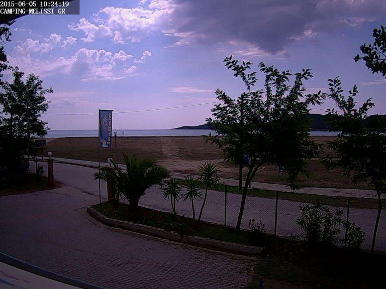 Уеб камера от Paralia Sykia, Ситония, Халкидики - камерата се намира на 10 км северно от Каламици и на 5 км южно от Сарти.