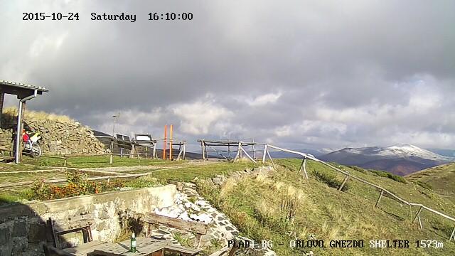 Уеб камера от заслон Орлово гнездо (1573 м), източно от Беклемето, Централен Балкан.